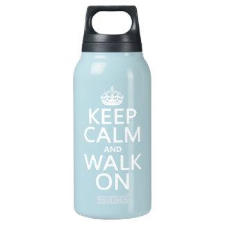 Behalten Sie Ruhe und gehen Sie auf (irgendeine Isolierte Flasche