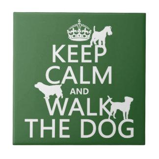 Behalten Sie Ruhe und gehen Sie der Hund - alle Fliese
