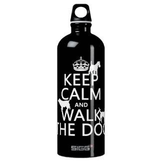 Behalten Sie Ruhe und gehen Sie der Hund - alle Wasserflasche
