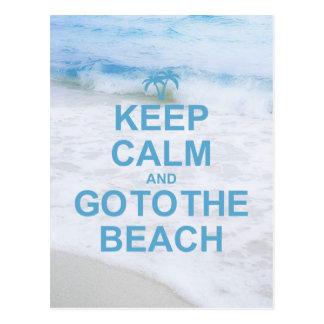 Behalten Sie Ruhe und gehen Sie zum Strand Postkarte