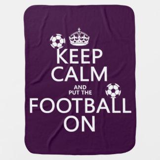 Behalten Sie Ruhe und (gesetztes) Fußball auf Puckdecke