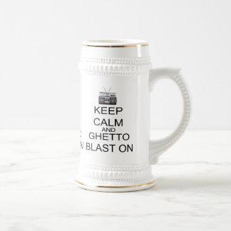 Behalten Sie Ruhe und Getto-Explosion an Bierglas
