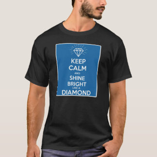 Behalten Sie Ruhe und glänzen Sie helles wie ein T-Shirt