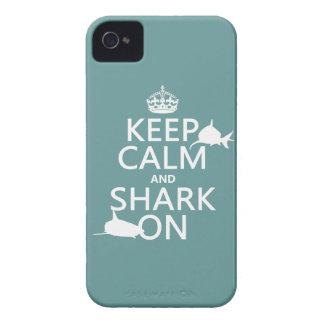 Behalten Sie Ruhe und Haifisch auf (kundengerechte iPhone 4 Hülle
