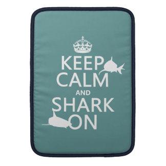 Behalten Sie Ruhe und Haifisch auf (kundengerechte MacBook Air Sleeve