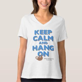 Behalten Sie Ruhe und hängen Sie am T-Stück Sloth T-Shirt
