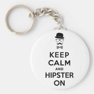 Behalten Sie Ruhe und Hipster an Standard Runder Schlüsselanhänger