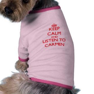 Behalten Sie Ruhe und hören Sie auf Carmen Hund T Shirt