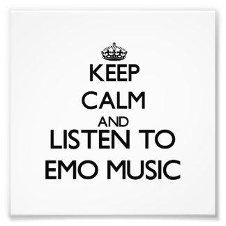 Behalten Sie Ruhe und hören Sie EMO MUSIK Kunstphotos