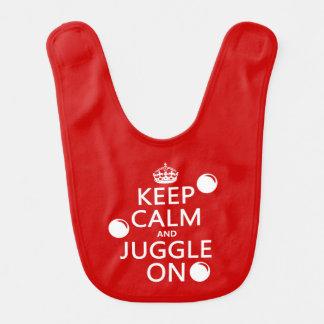 Behalten Sie Ruhe und jonglieren Sie auf (in Babylätzchen