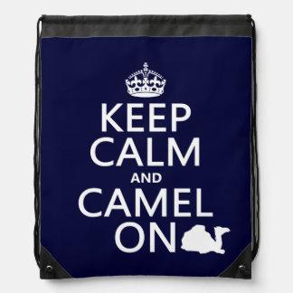 Behalten Sie Ruhe und Kamel auf (alle Farben) Sportbeutel