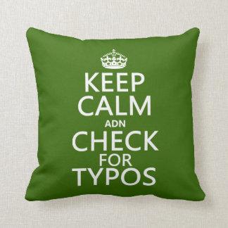"""Behalten Sie Ruhe """"und"""" Karo für Typos (in Kissen"""