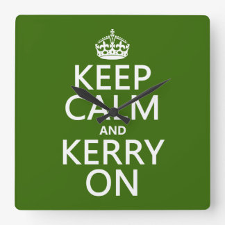 Behalten Sie Ruhe und Kerry auf (irgendeine Farbe) Quadratische Wanduhr