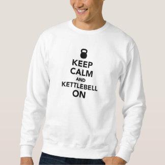 Behalten Sie Ruhe und Kettlebell an Sweatshirt