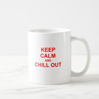 Behalten Sie Ruhe und kühlen Sie heraus rotes rosa Tasse