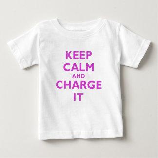 Behalten Sie Ruhe und laden Sie sie auf Baby T-shirt