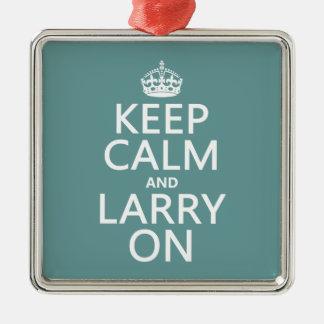 Behalten Sie Ruhe und Larry auf (irgendeine Farbe) Silbernes Ornament