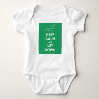 Behalten Sie Ruhe und lassen Sie hinunter Baby Strampler