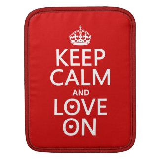 Behalten Sie Ruhe und Liebe an - alle Farben Sleeve Für iPads