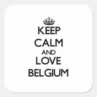Behalten Sie Ruhe und Liebe Belgien Quadrataufkleber