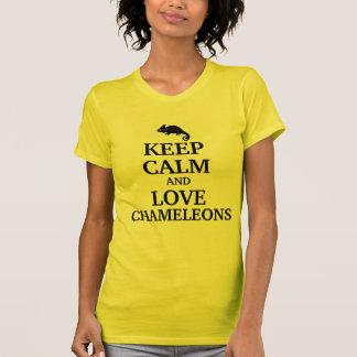 Behalten Sie Ruhe und Liebe Chamäleone T-Shirt