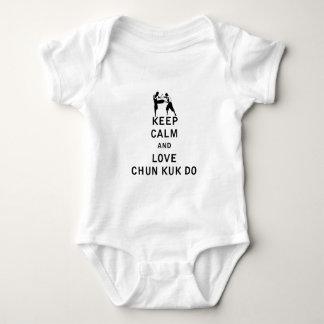 Behalten Sie Ruhe und Liebe Chun Kuk tun Baby Strampler