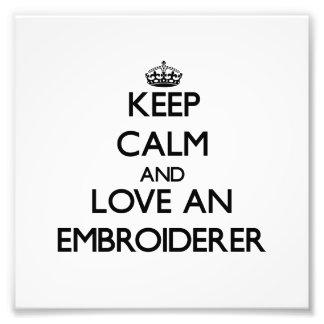 Behalten Sie Ruhe und Liebe ein Embroiderer