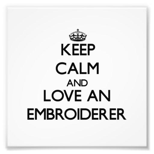 Behalten Sie Ruhe und Liebe ein Embroiderer Photodrucke