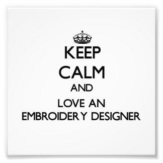 Behalten Sie Ruhe und Liebe ein Stickerei-Designer