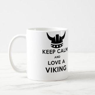 Behalten Sie Ruhe und Liebe eine linkshändige Kaffeetasse