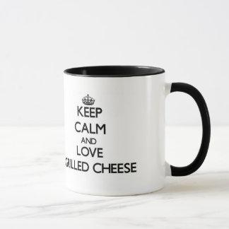 Behalten Sie Ruhe und Liebe gegrillten Käse Tasse