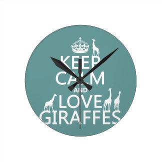 Behalten Sie Ruhe-und Liebe-Giraffen (irgendeine Runde Wanduhr