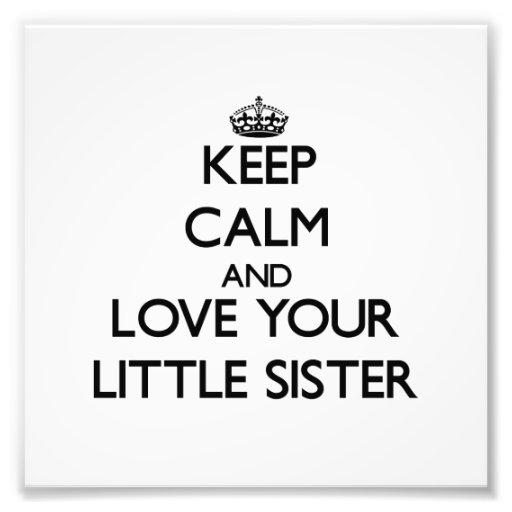 Behalten Sie Ruhe und Liebe Ihre kleine Schwester Fotos