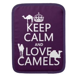 Behalten Sie Ruhe-und Liebe-Kamele (alle Farben) iPad Sleeve