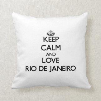 Behalten Sie Ruhe und Liebe Rio de Janeiro Zierkissen