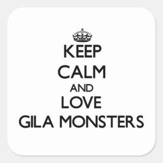 Behalten Sie Ruhe und Liebegila-Monster Quadratischer Aufkleber