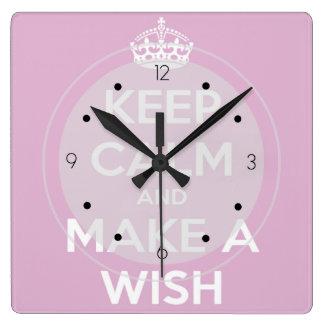 Behalten Sie Ruhe und machen Sie ein Wunsch-Rosa Quadratische Wanduhr