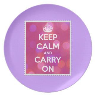 Behalten Sie Ruhe und machen Sie rosa Bokeh Effekt Teller