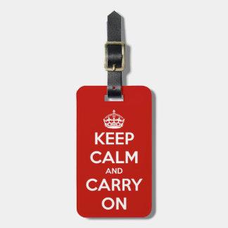 Behalten Sie Ruhe und machen Sie roten Kofferanhänger
