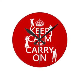 Behalten Sie Ruhe und machen Sie weiter (Zombies) Runde Wanduhr