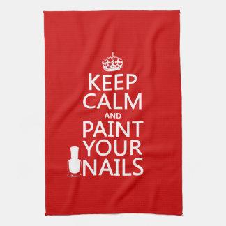 Behalten Sie Ruhe und malen Sie Ihre Nägel (alle Handtuch