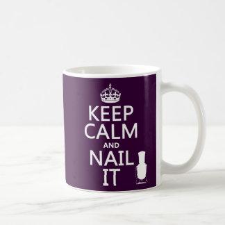 Behalten Sie Ruhe und nageln Sie sie (Nagellack) Kaffeetasse