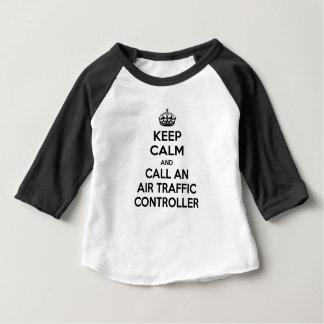 Behalten Sie Ruhe und nennen Sie einen Fluglotsen Baby T-shirt