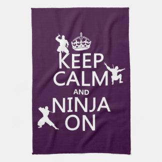 Behalten Sie Ruhe und Ninja auf (in irgendeiner Geschirrtuch