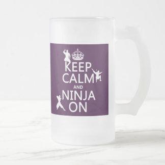 Behalten Sie Ruhe und Ninja auf (in irgendeiner Mattglas Bierglas
