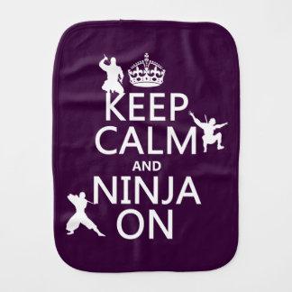 Behalten Sie Ruhe und Ninja auf (in irgendeiner Spucktuch