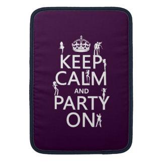 Behalten Sie Ruhe und Party auf (Partymädchen) MacBook Sleeve