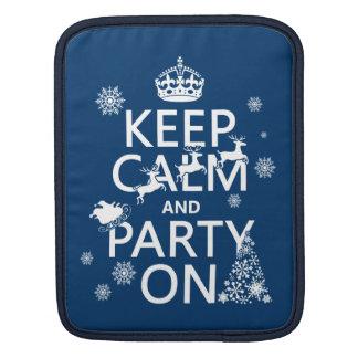 Behalten Sie Ruhe und Party auf (Weihnachten) iPad Sleeve