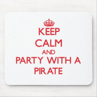 Behalten Sie Ruhe und Party mit einem Piraten Mauspad