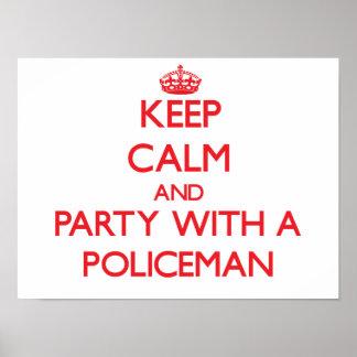 Behalten Sie Ruhe und Party mit einem Polizisten Poster